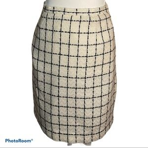 3/30 deal ! Tweed skirt black and white